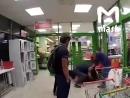 Охранник супермаркета избил клиента, которого заподозрил в воровстве