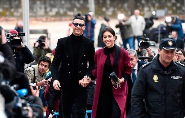 Мадридский суд приговорил Криштиану Роналду к штрафу и тюремному сроку за неуплату налогов