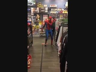 Человек Паук танцует!!!