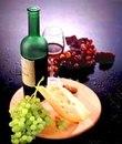 Употребляемые вместе они подчеркивают достоинства друг друга.  Однако подобрать вино...  Сыр и вино: принципы...