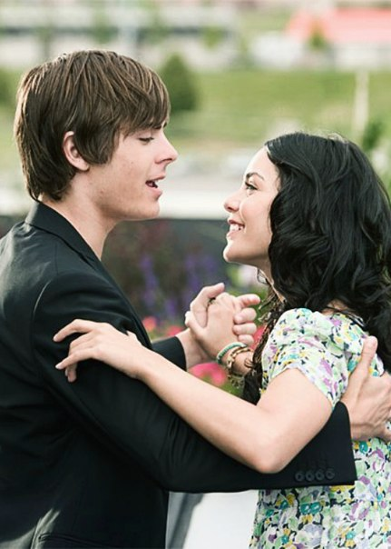 — Мой выпускной там где ты. И мой последний танец в нашей школе будет с тобой.
