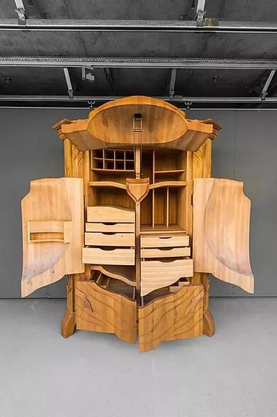Придумал этот чудо-шкаф латвийский дизайнер Янис Страупе (JANIS STRAUPE