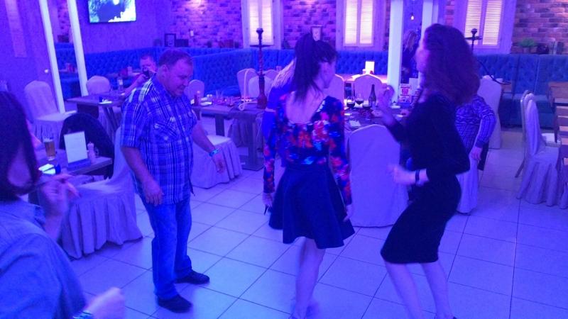А у нас танцы