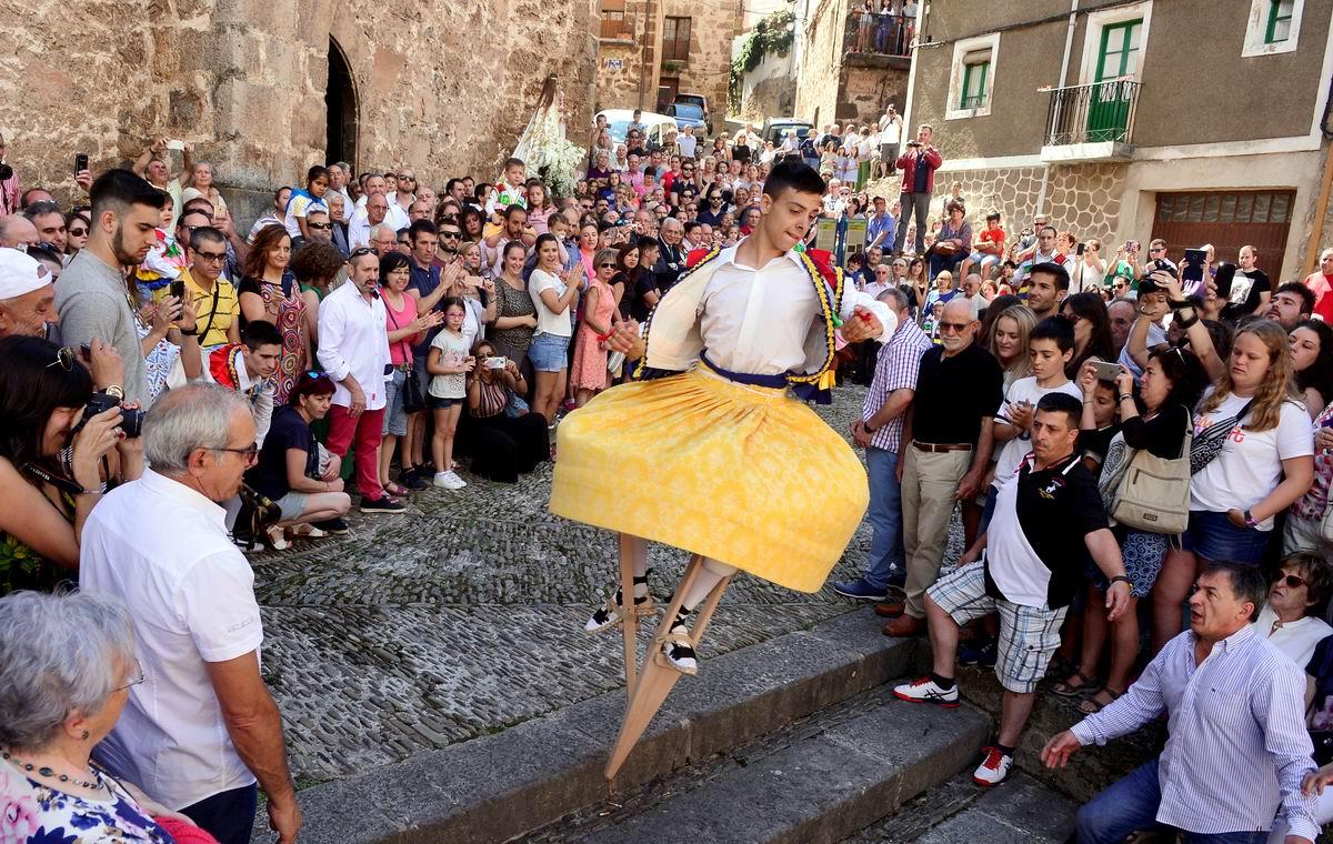 Вот такая круговерть: Испанский танец на ходулях