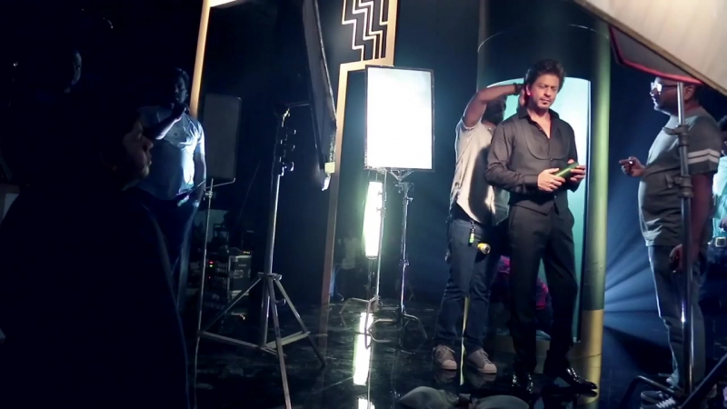 Behind The Essence | Shah Rukh Khan 's Deodorant - Everyone should smell well!