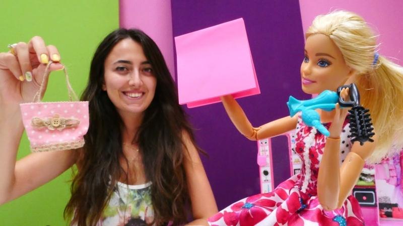 Sevcan Barbie yi tiyatro seçmelerine hazırlıyor. Güzellik oyunu