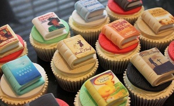 Пироженки для книголюбов.