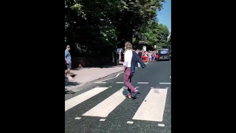 Paul McCartney crossing zebra at Abbey Road – July 23, 2018