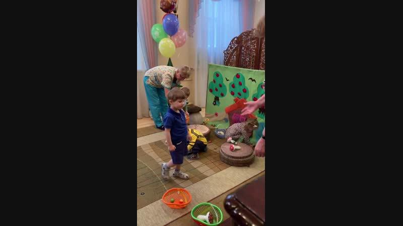 Маша и медведь в Доме ребенка