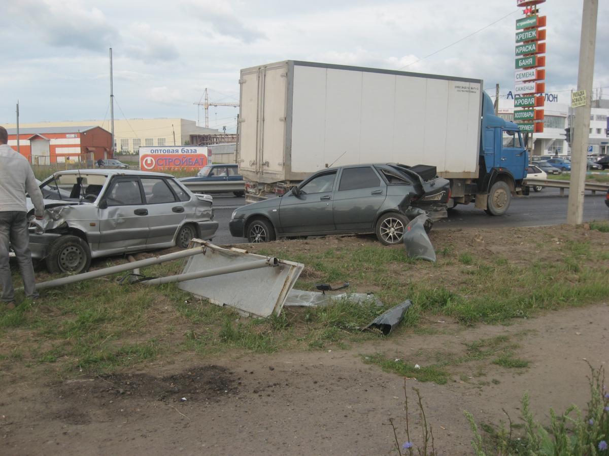 Тройное ДТП на Дзержинского фото