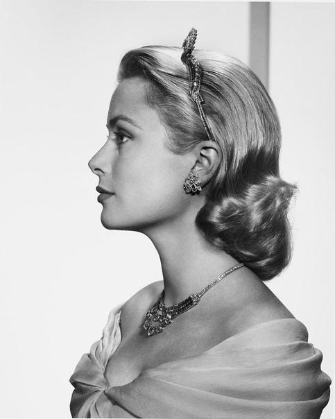 Портрет Грейс Келли. Фото 1956 года Альфред Хичкок об актрисе:«Грейс Келли это вулкан под снегом. За ее холодностью скрывается невообразимое пламя