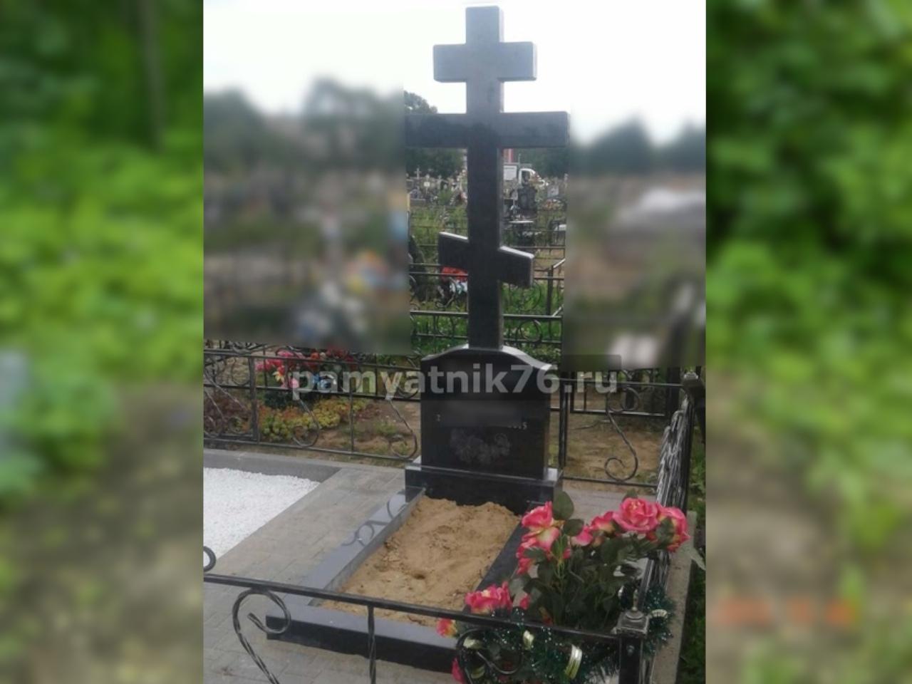 Памятники в форме православного креста