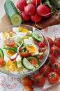 Простой салат с яйцом и помидорами черри без майонеза