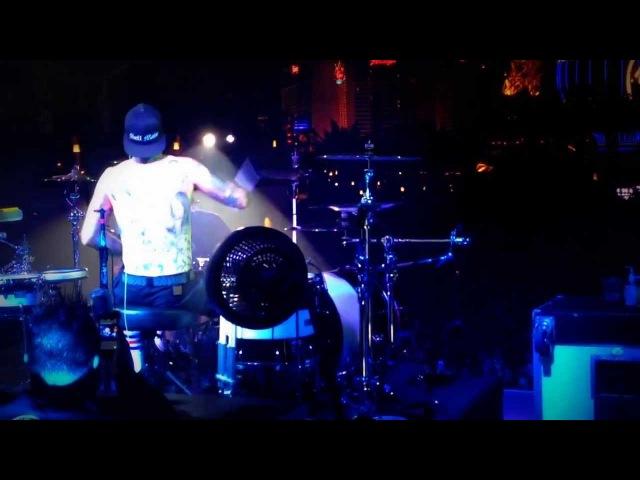 Blink 182 - Ghost on the Dance Floor 19.09.2013 ( travis barker live )