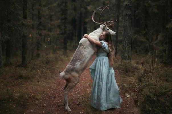 Суровый русский фотограф Кажется, что это фотошоп, но Катерина Плотникова, как настоящий русский фотограф, создает свои опасные портреты с участием настоящих животных и бесстрашных моделей.