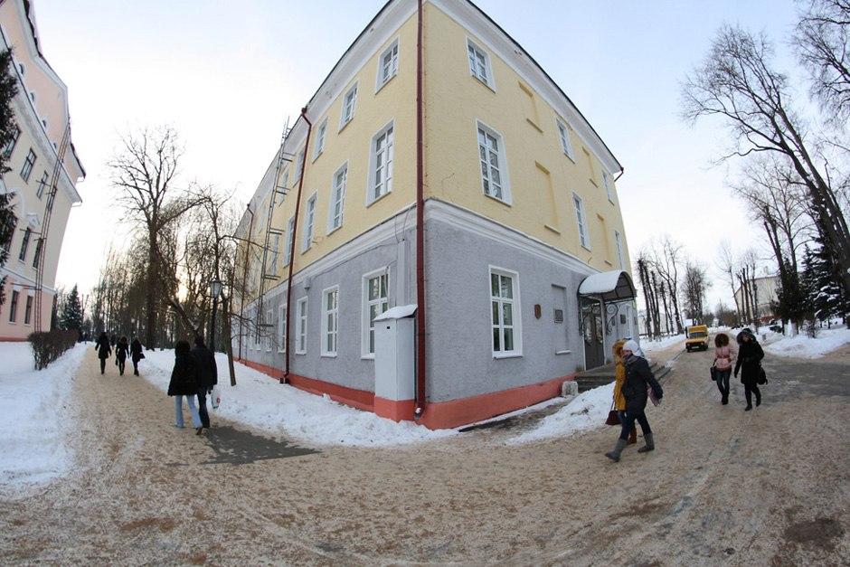 Адміністрацыйны корпус (левы флігель), бульвар Ленінскі, 2. Фота: Аляксандр Храмко.