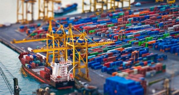 HPE инвестирует в контейнеры.  Контейнерные технологии играют всё более важную роль в центрах обработки данных и «облаках»: habr.ru/p/302892/.