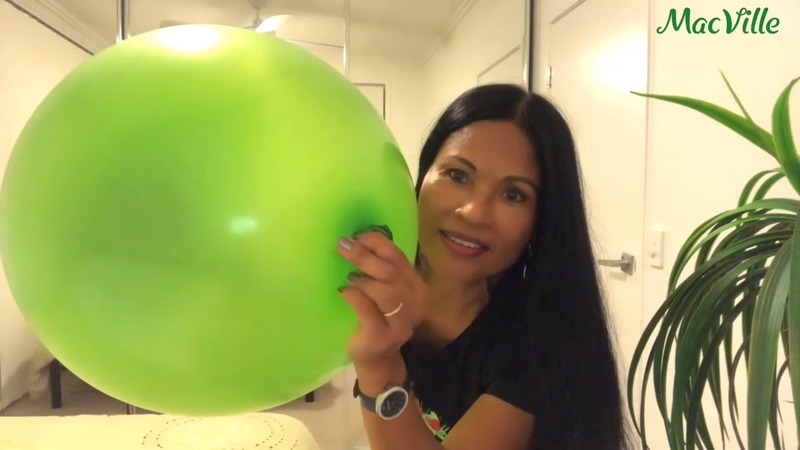 Giant Green Balloon 🎈 Blowing and Playing with a 36 90cm Balloon