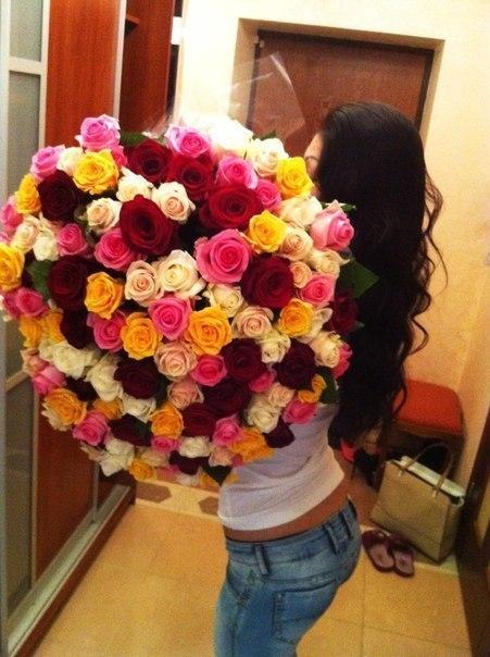 фото брюнеток с цветами: