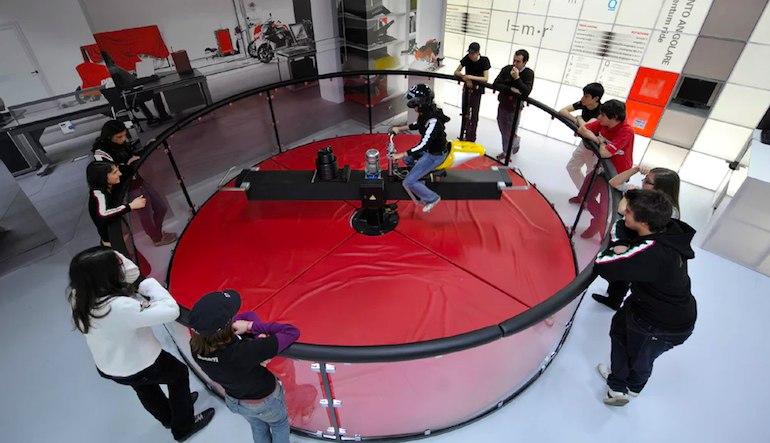 Компания Дукати открыла лабораторию физики для общественности