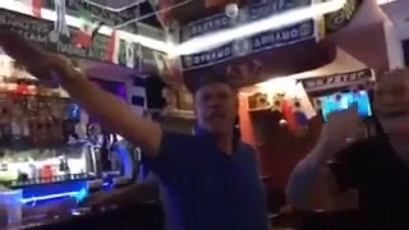 английские болельщики пели нацистскую песню и кидали зиги в волгоградском баре