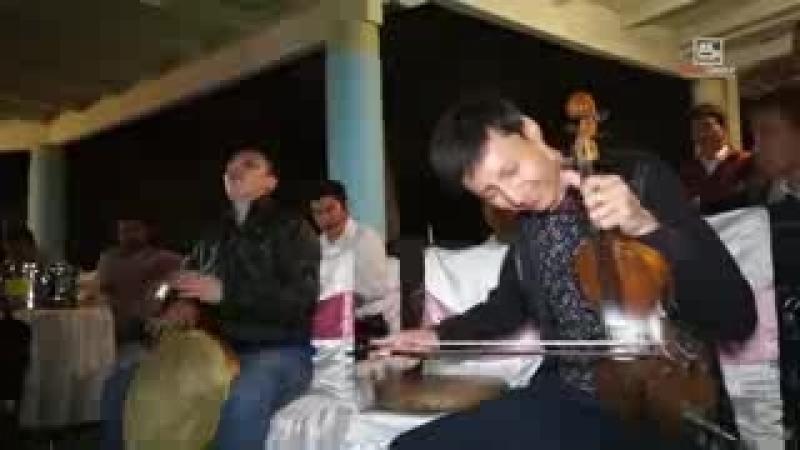 [v-s.mobi]Muhiddin Usmonov O`zbek sozandalari Kurtlar Vadisi Pusu filmidagi musiqani ijro etmoqdalar 2.3gp