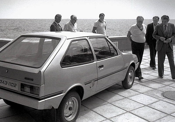 ЗАЗ-1102 Данная модель легкового автомобиля была создана конструкторами Запорожского автомобильного завода в 1978-1979-м гг. и служила для отработки стилистических решений будущего автомобиля.