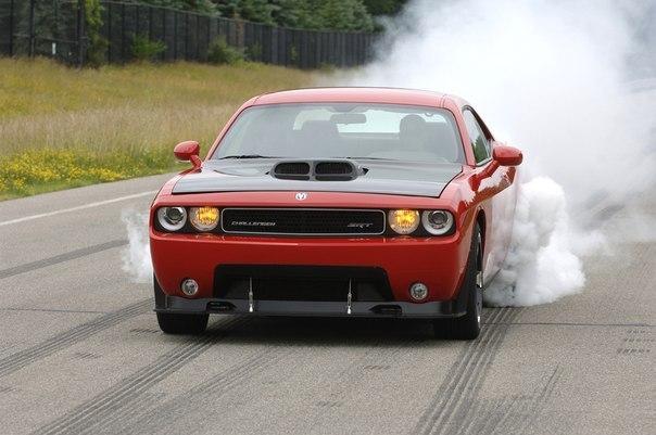 Dodge Challenger SRT10 Concept 8.4L V10 Мощность: 600 л.с. Крутящий момент: 760 Нм Привод: Задний Разгон до сотни: 4.1 сек Максимальная скорость: 306 км/ч Масса: 1900 кг