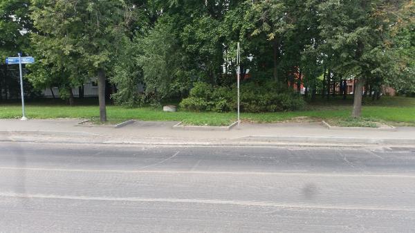 Дорожный знак привели в порядок на Флотской улице