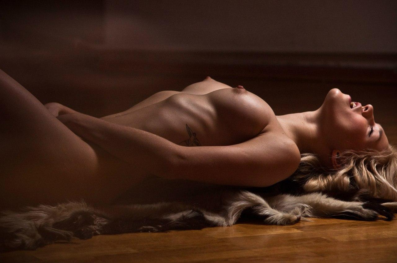 Фотографии женщин и мужчин голые 18 фотография