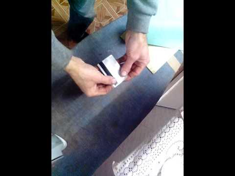 Как с помощью утюга выпрямить кривую кредитную карту.