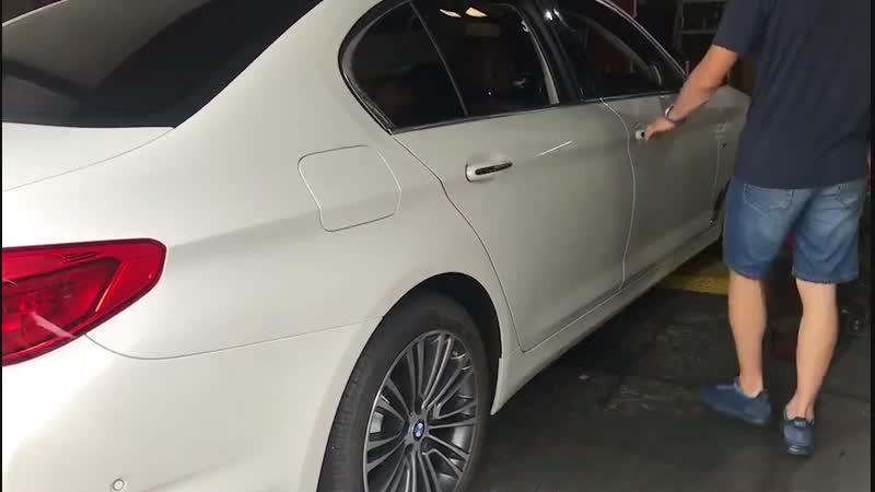 BMW electric suction door closer
