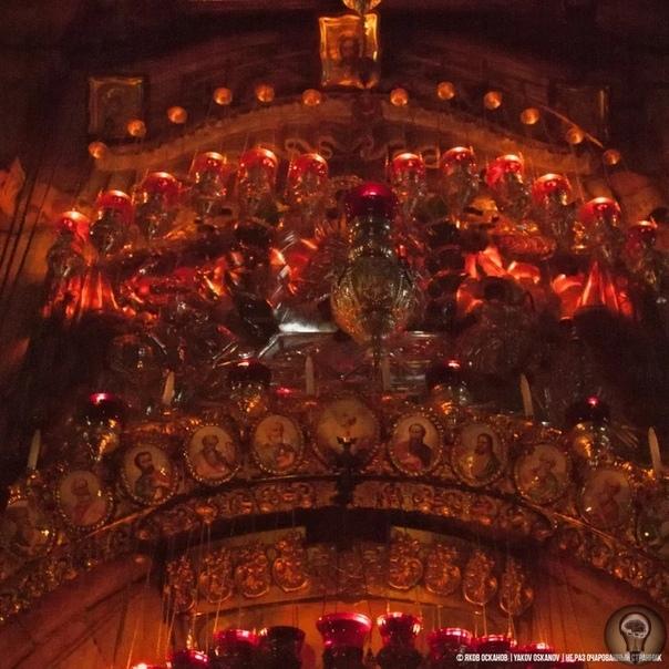 Что находится внутри главной христианской святыни.