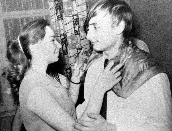 Владимир Путин танцует с одноклассницей. СССР. 1970 г.