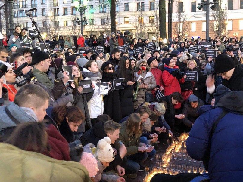 По сообщению корреспондента «Говорит Москва», на Пушкинской площади собрались бо...