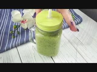 Смузи с зеленым салатом.Очень полезно!