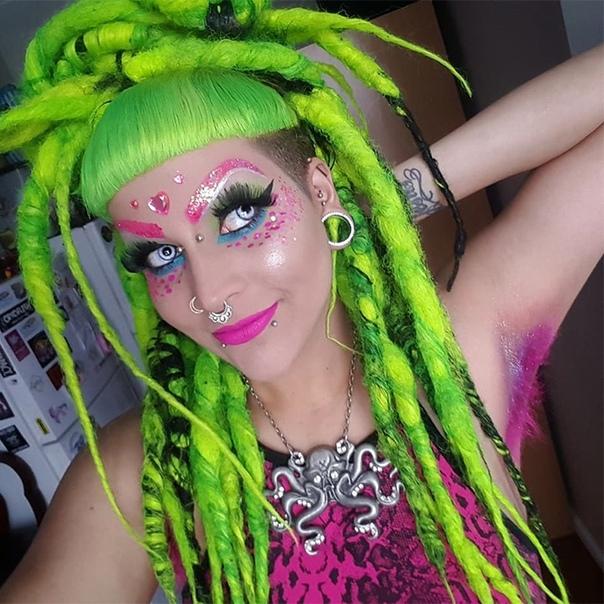 Новый бьюти-тренд тренд — цветные подмышки Брить или не брить волосы под мышками — дело сугубо личное. И пока одни девушки продолжают оживленные споры на эту тему, другие идут дальше — и