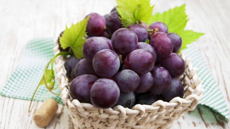 Top 10 Health Benefits of Grapes II Grapes for weight loss Skin Hair care