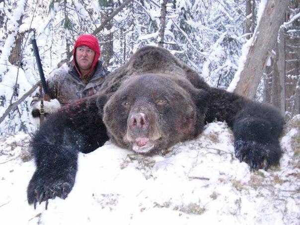 Мой дед, когда жил в Сибири, на медведя в тайгу ходил с голыми руками, он мне писал об этом. Ну, как писал, диктовал кому-то.