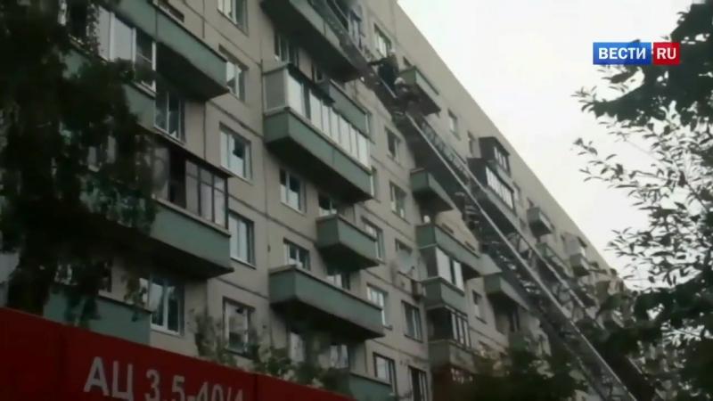 Петербуржец на глазах спасателей выпрыгнул с балкона горящей квартиры