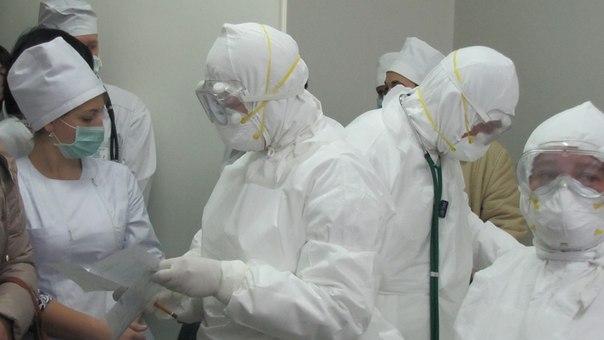 """В Івано-Франківську виявили """"хвору"""" на лихоманку Ебола 26"""