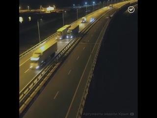 По Крымскому мосту пустили большегрузы