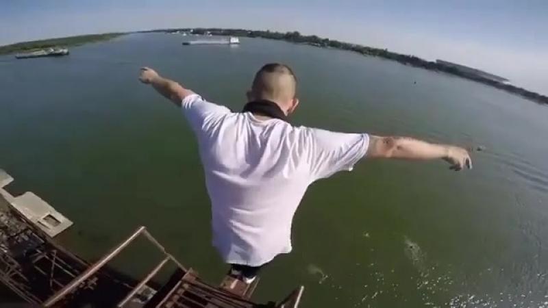 Прыжок с 15-метровой вышки. Ростов.