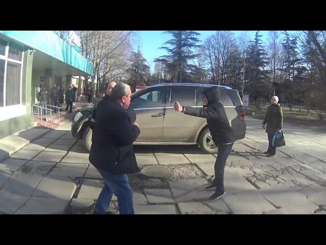СтопХам Крым - Аксёнов сказал здесь ставить машины!А вы, шушара ещё ответите!ДРАКА С АКТИВИСТАМИ!