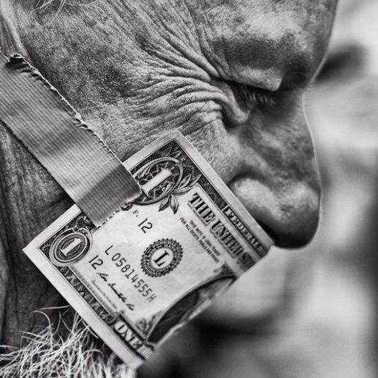 Таков закон блядского века, бумага дороже чести человека!