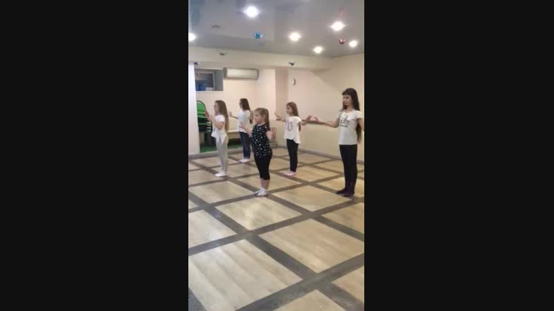 Танец живота дети в школе танцев Je T'Aime