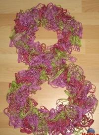 Вязание шарфа из ленточной пряжи.