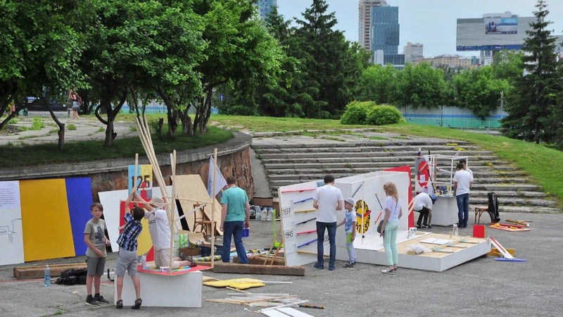 площадка с машинами Голдберга 24 июня 2018 timelaps на Дне Города Нска