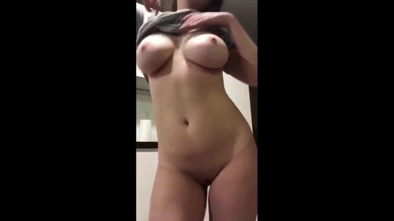 Сексуальная школьница танцует стриптиз Модель красивая девочка эротика девушка малолетка студентка голая не порно секс sex 18
