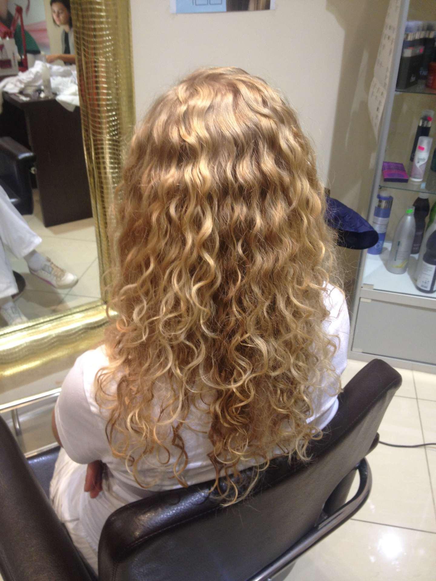 Как сделать волосы волнистыми в парикмахерской